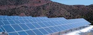 Planta Fotovoltaica de paneles de Si Policristalino instalados sobre sobre estructuras soporte sin seguimiento. Fuente: Instituto de Energía Solar.